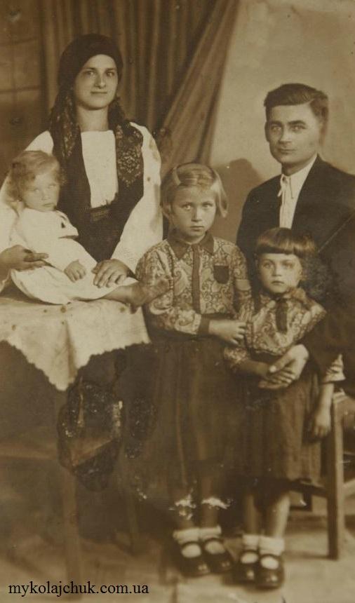 Родина Карп'юків. Фото з архіву Марії Миколайчук. Перша публікація: Gazeta.ua